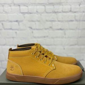 NWT -TIMBERLAND chukka boots